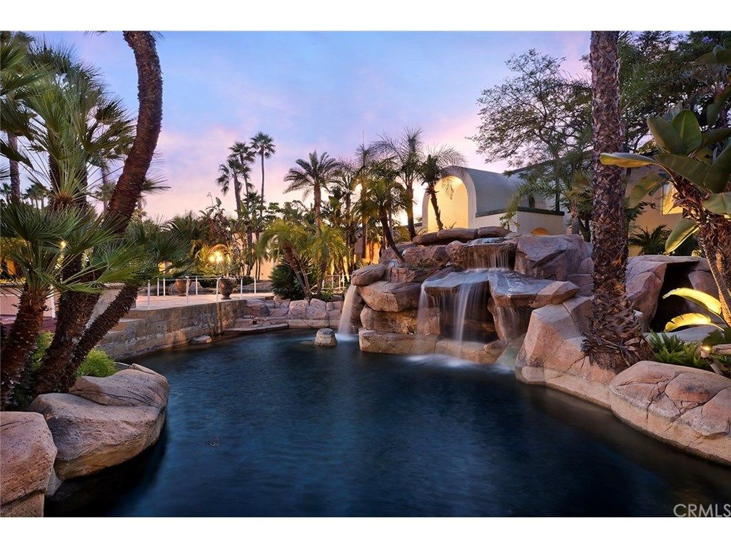 10252 Sunrise Lane On Villa Real Estate Custom Pools Dream Pools Santa Ana