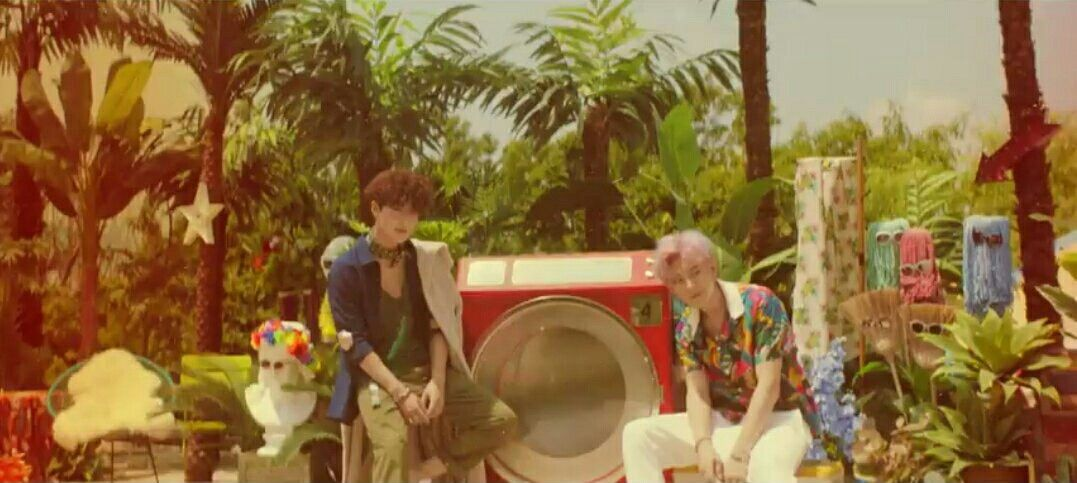[CAP] [170718] #Chanyeol #Suho on #EXO #KoKoBop Music Video