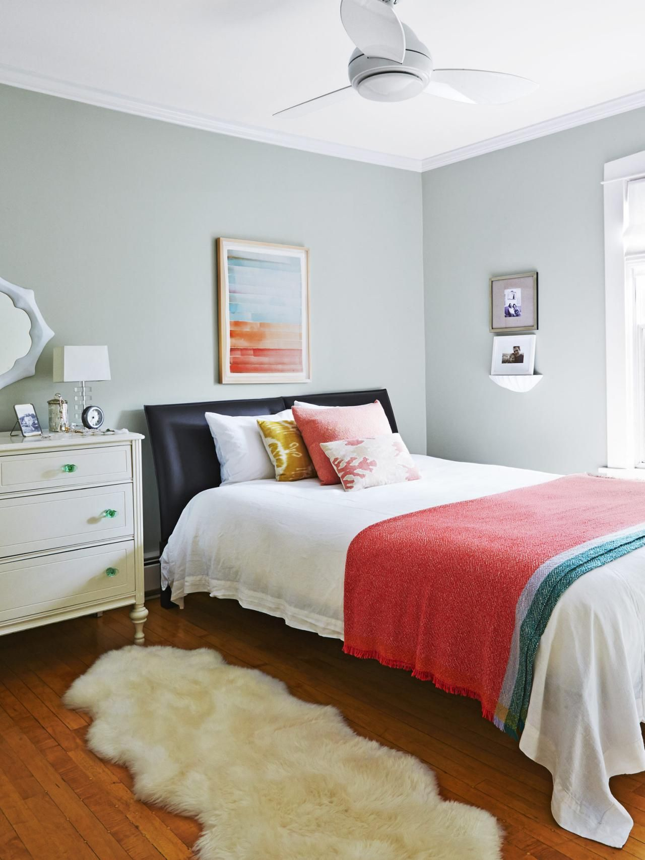 Easy to Imitate Decorating Ideas   Black leather bed, Guest room ...