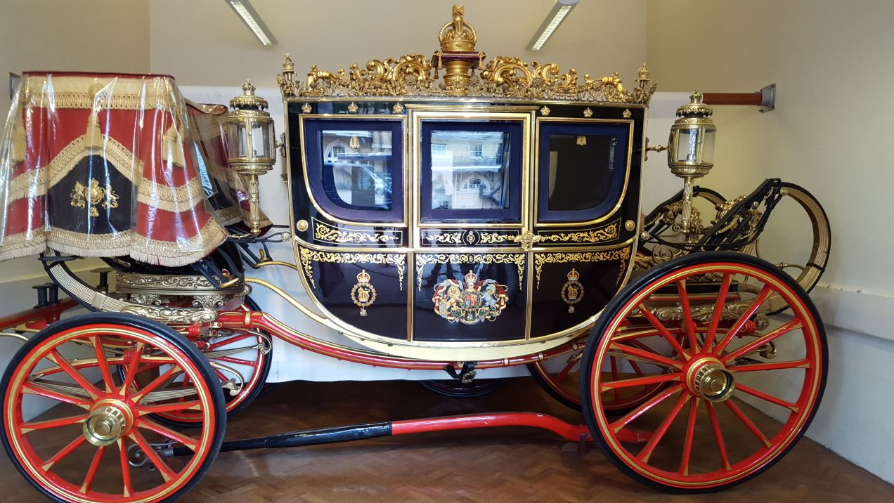 ROYAL MEWS, BUCKINGHAM PALACE in 2020 | Horse carriage, Royal ...
