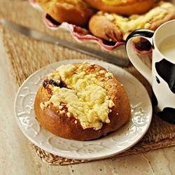 Cream Cheese Buns with Crumble by Mala_Cukierenka