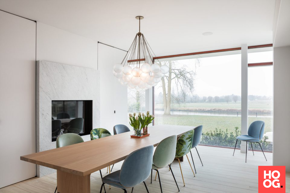 Modern interieur tafel met lamp eetkamer design dining room