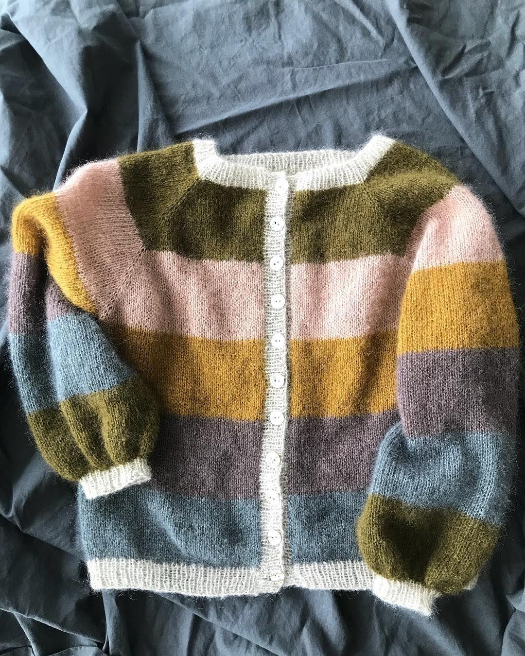 """Photo of @strikkecess on Instagram: """"#sorbetcardigan 💚☁️ Ganske sikker på at eg må ha ihvertfall en til! #samstrikksorbetcardigan #sorbetcardigancolourinsp @millefryd_knitwear…"""""""