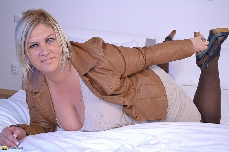 Who is this blond bbw