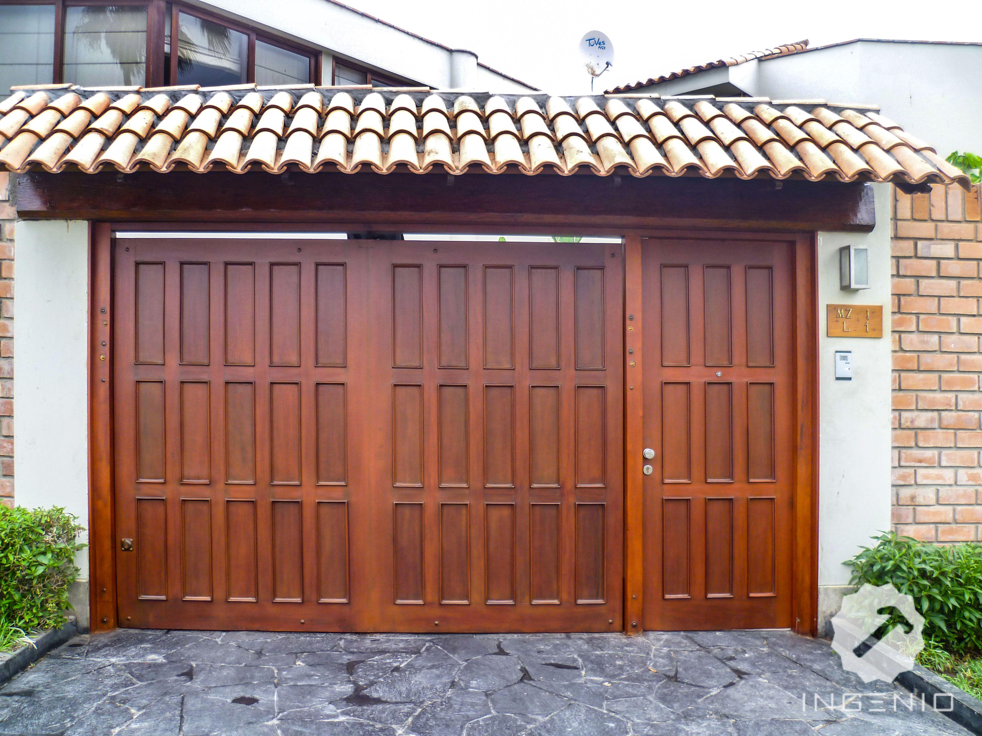 Porton detalles en madera cedro acabado dd mate for Puertas y portones de madera