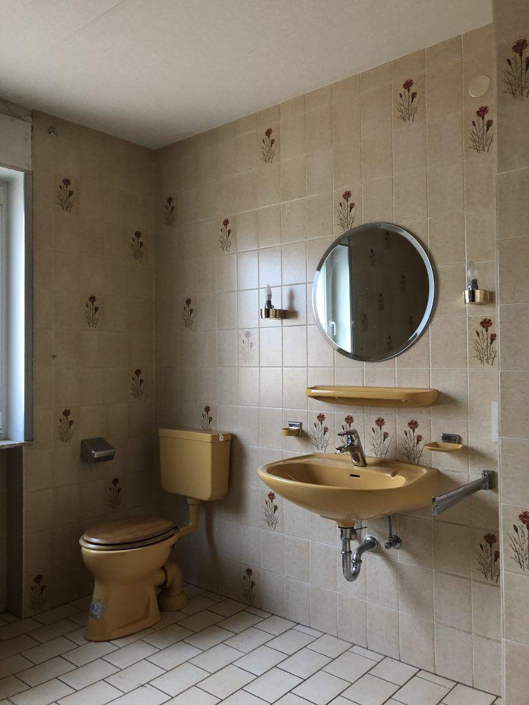 Badsanierung Von Alten Fliesen Zum Luxus Bad Der Vorher Nachher Vergleich Bad Sanierung Badezimmer Plan Bad Beton Optik In 2020 Badsanierung Alte Fliesen Luxusbad
