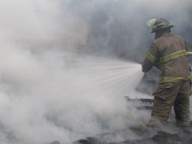 """Fábrica papelera """"El Oro"""" se incendió en Guadalajara  - http://notimundo.com.mx/mexico/fabrica-papelera-el-oro-se-incendio-en-guadalajara/24016"""