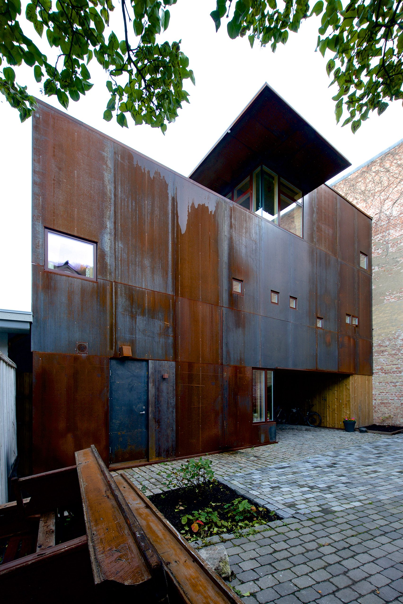Corten Standing Seam Rusted Standing Seam In Corten Or Bare Steel At Cortenroofing Com Roof Cladding Cladding Systems Corten