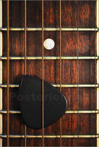 Durch die Makrofotografie werden Gegenstände wie eine Gitarre, die schon sehr oft von anderen Künstlern fotografiert wurden, aus einer ganz neuen und ungewöhnlichen Perspektive fotografiert. Als Fotoposter ein absoluter Blickfang – nicht nur für Musiker!