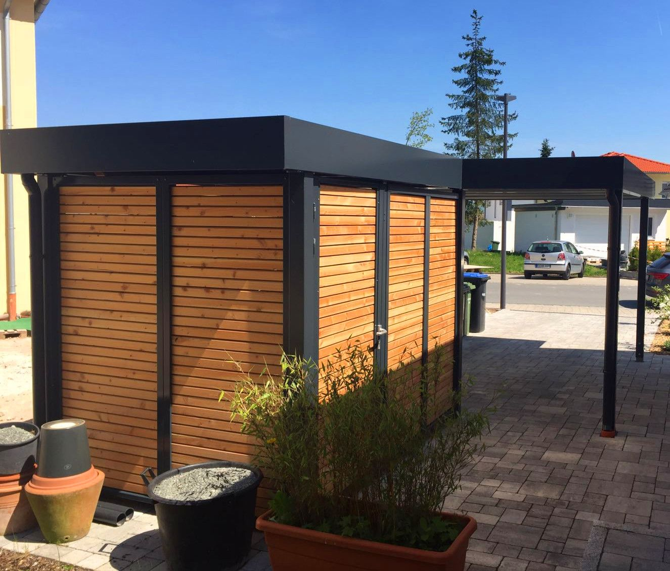 MyPort Carport mit Geräteraumanbau und blickdichten Holz