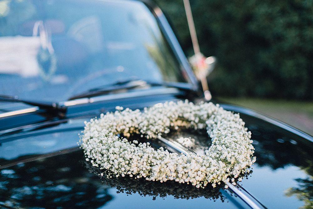 Diy September Euer Hochzeitsauto Wunderschon Selbst Schmucken Hochzeitsblog The Little Wedding Corner Hochzeitsauto Autoschmuck Hochzeit Hochzeit Auto