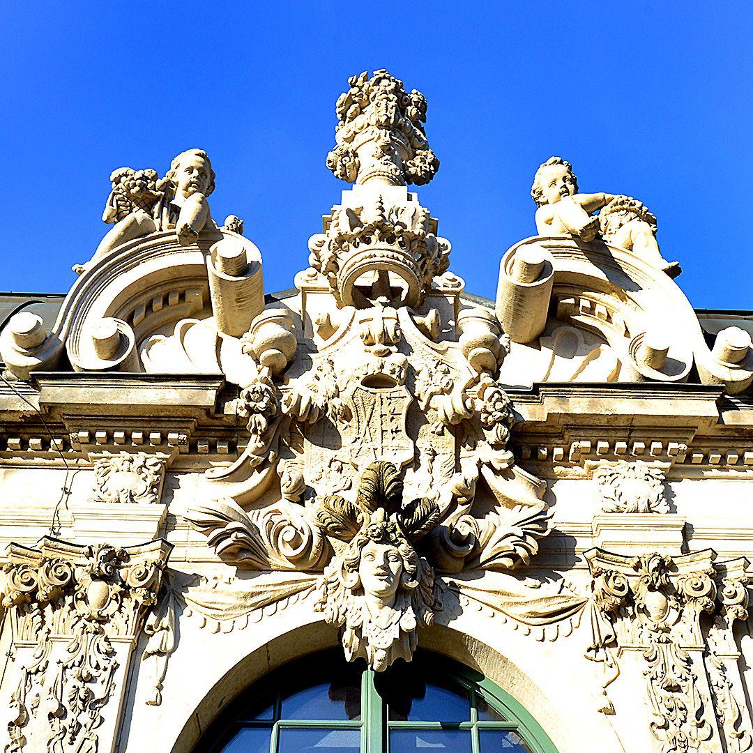 The Sculptures On The Facade Dresden Nha Thơ