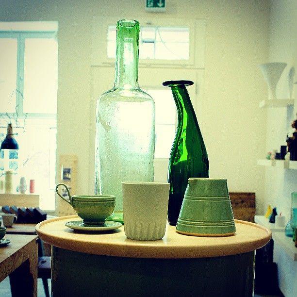 Green. #3punktF #kulør #samesame #imperfectdesign #loveobjects #lüneburg #laden #boutique #pottery #ceramics #keramik #atelier #design #decoration  #dekoration  #interior #müllerkontor #green #grün #shop #shopping #stilllife #stillleben