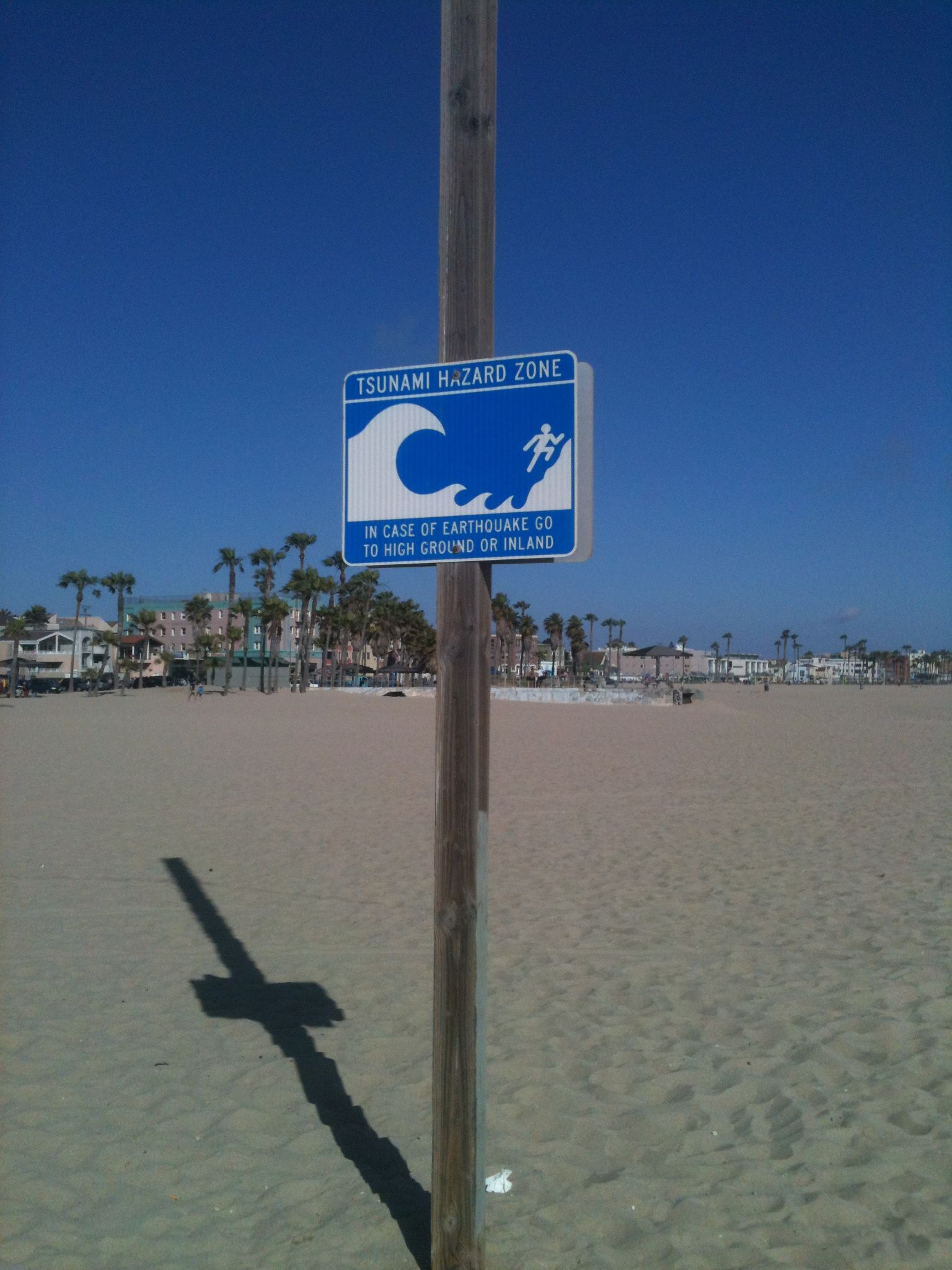 Tsunami warning sign on Venice beach | Favorite Places