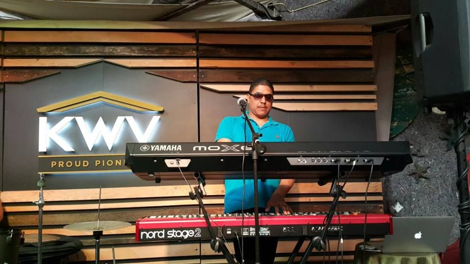 Ian Williams on the Keyboard at Bay Harbour Market in Hout Bay, Cape Town #TheKinKSA #IanWilliams #Keyboard #Pianist #Live Music #BayHarbourMarket #CapeTown #HoutBay