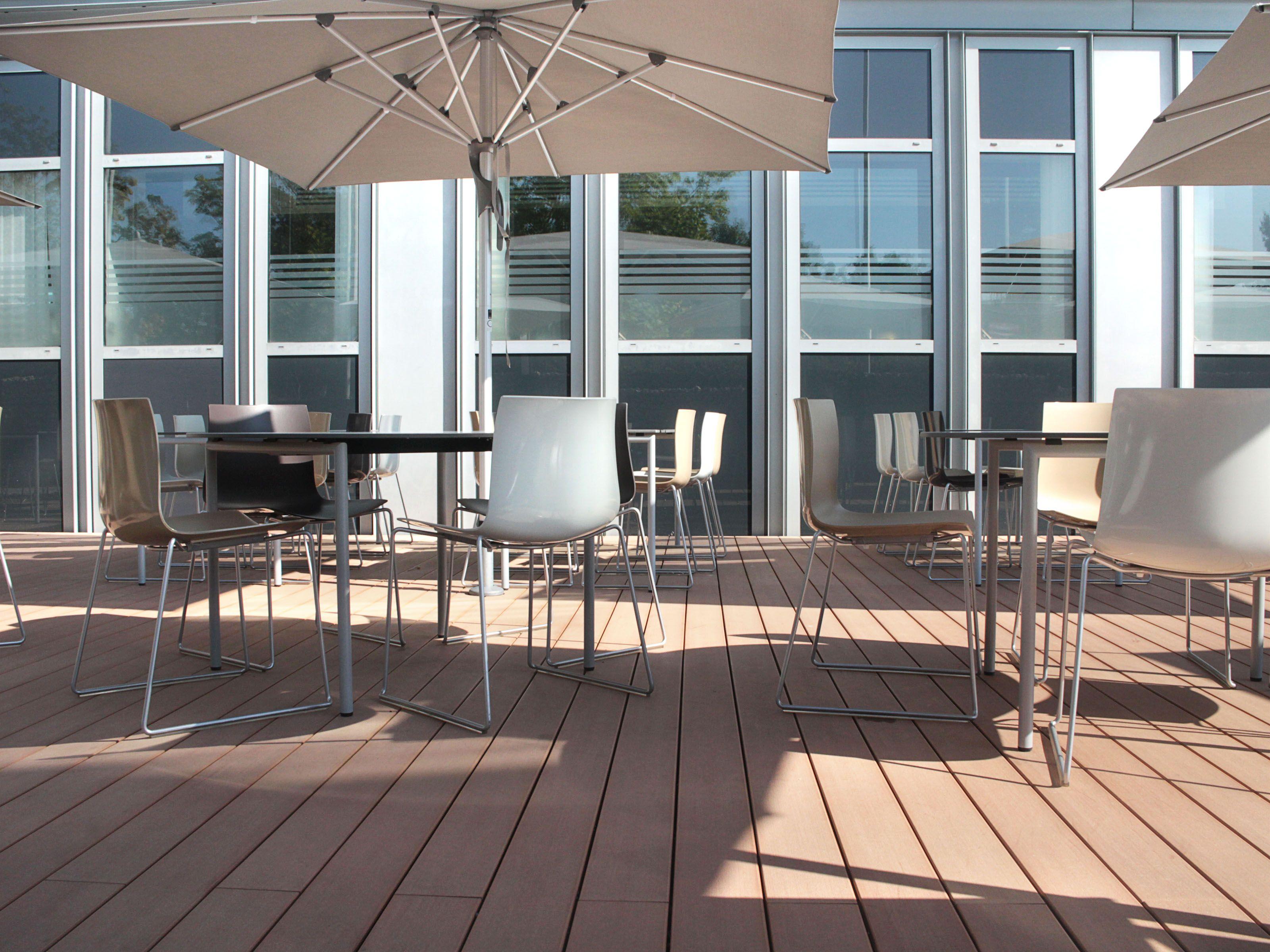 Pflegeleichte WPC Dielen als Terrassenbelag für ein Restaurant ...