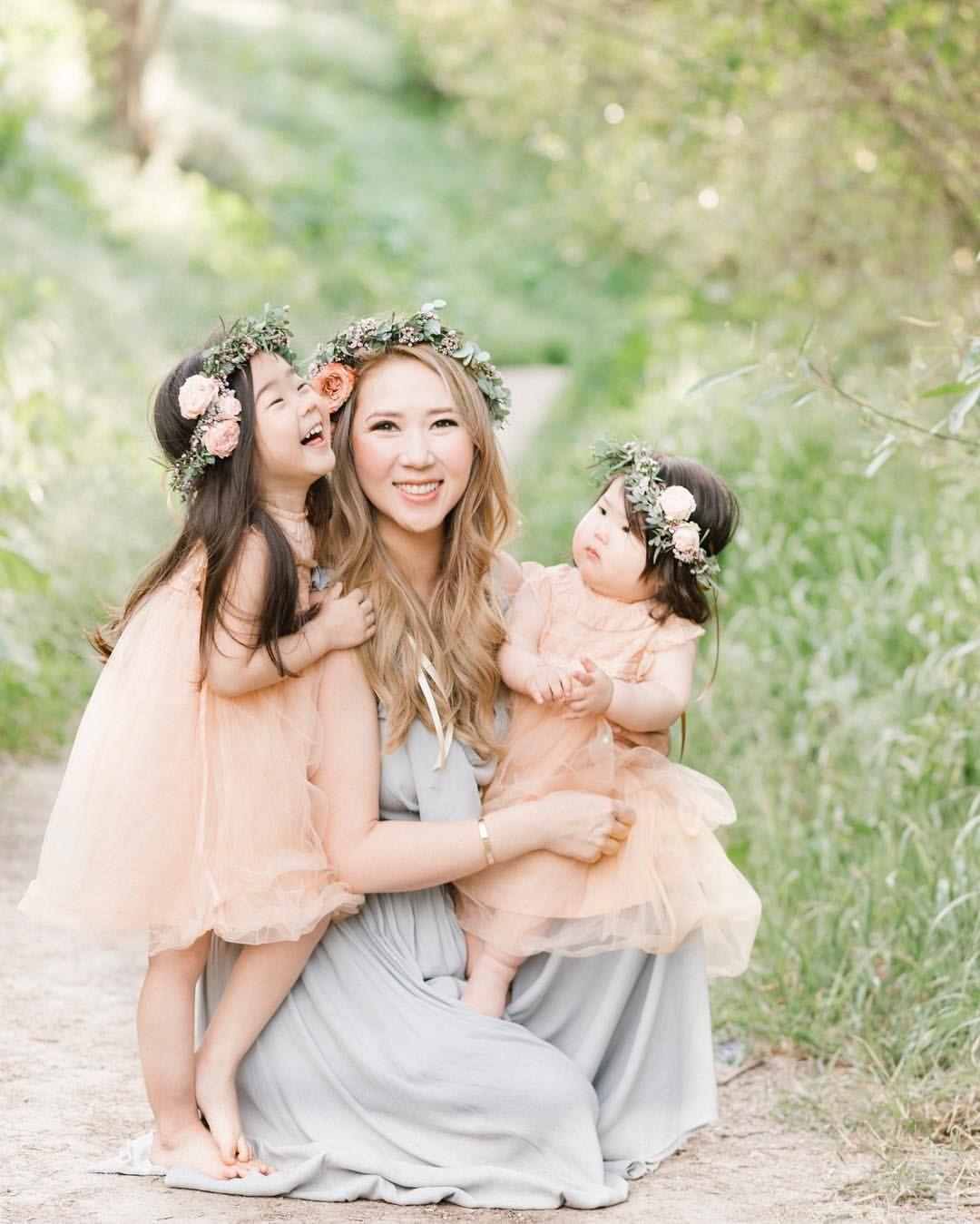 Картинка с двумя дочками