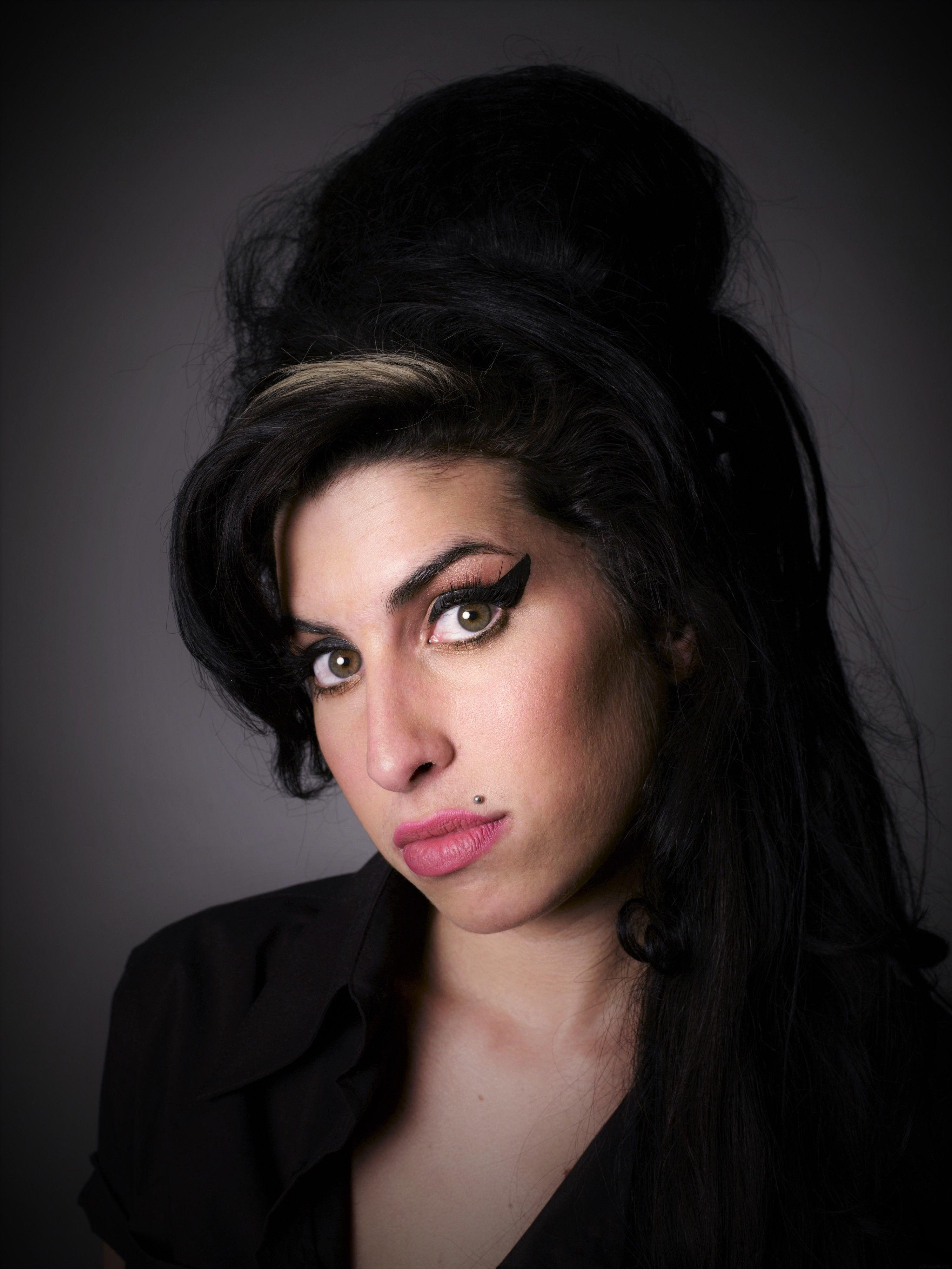 Wie Man Amy Winehouse Frisur Bekommt Amy Coiffure Coupe De