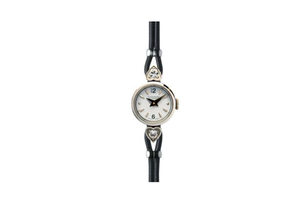 LADIES WATCH: ANTIQUE KH70C2-11 (2011 A/W)  A delicately designed watch with a vintage look.  ¥29,400