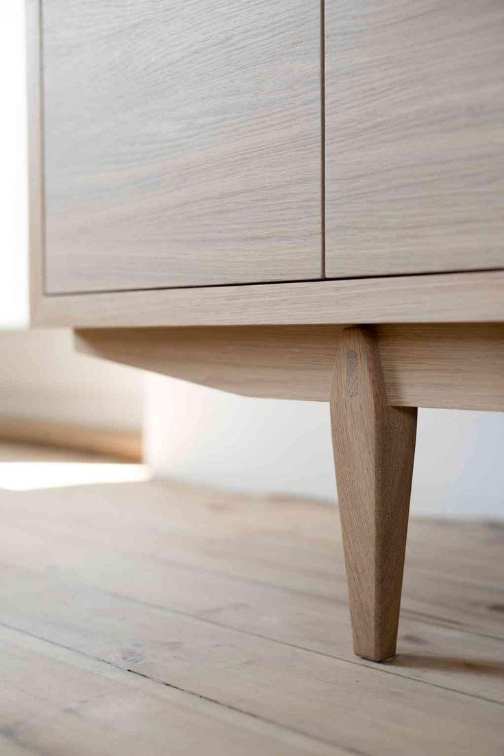 Gorgeous Wood Details On This Sideboard Details Furnituredetails Gorgeous Sideboard Wo Moderne Holzmobel Mobelfusse Mobel Holz