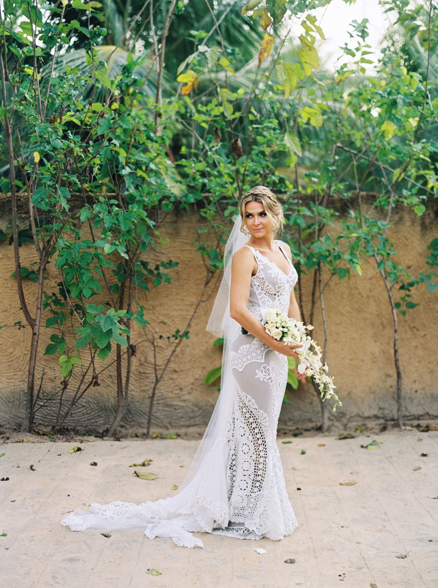 For an art gallery wedding: http://www.stylemepretty.com/2016/05/03/discover-your-perfect-venue-gown-pairing/