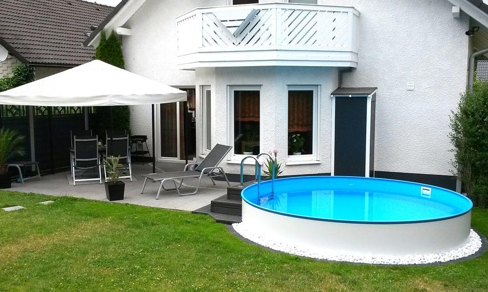 das kleine paradies f r den sommer ein eigener pool im. Black Bedroom Furniture Sets. Home Design Ideas