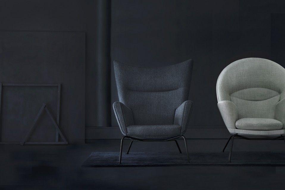 Carl Hansen & Son ha presentato le poltrone Wing Chair e Oculus Chair in una nuova versione, con struttura nera che ne rivoluziona l'immagine.