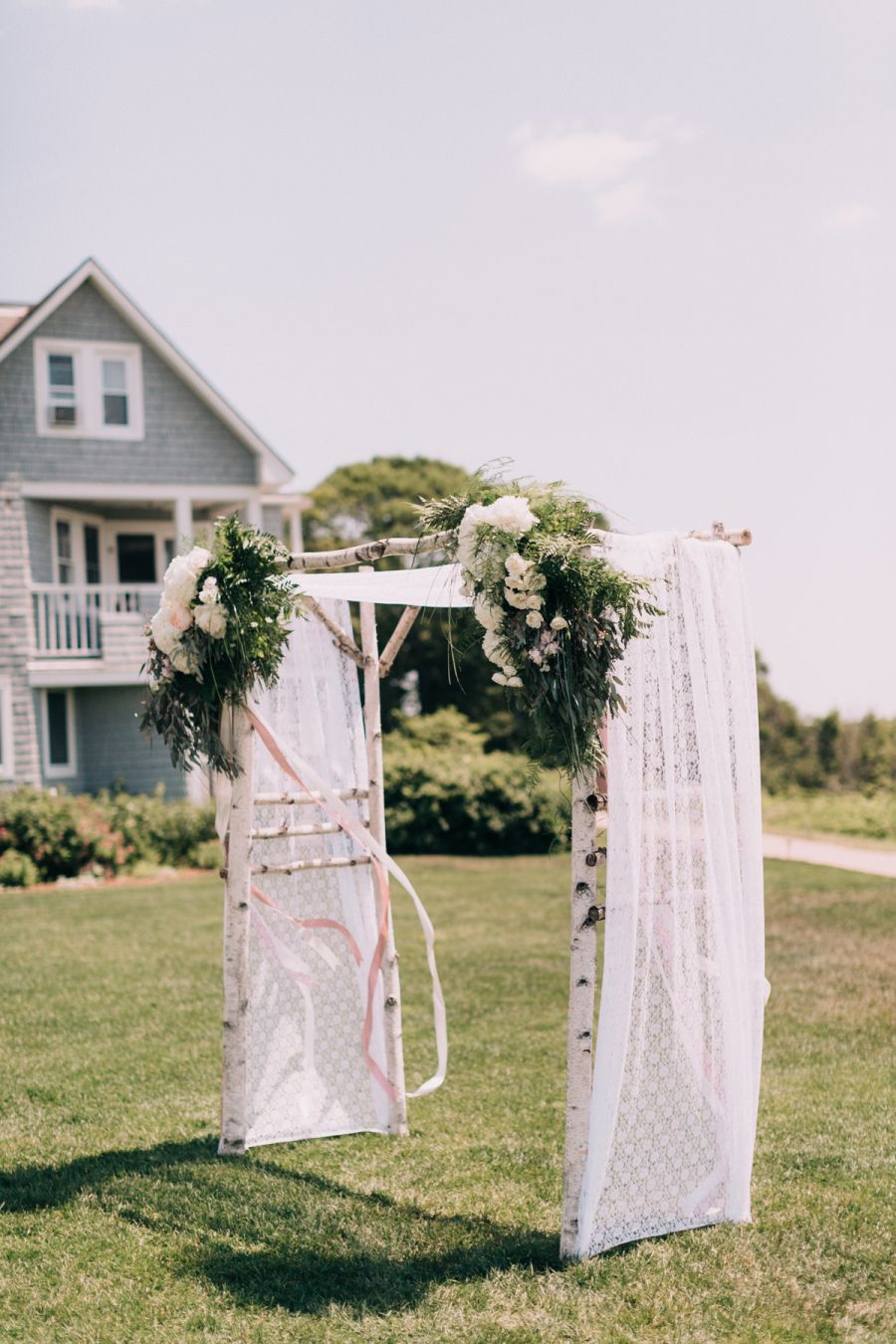Photography : Emily Delamater Read More on SMP: http://www.stylemepretty.com/maine-weddings/cape-elizabeth-maine/2016/01/11/coastal-maine-summer-wedding-at-the-inn-by-the-sea/