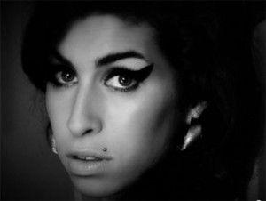 El documental Amyllegaba a Cannes precedido de una gran polémica por el rechazo de su familia, que lo tilda de engañoso, pero en su primera proyección hoy, recibida con frialdad, ha mostrado simplemente el retrato de una persona con un talento descomunal pero tremendamente influenciable. Amy Winehouse, fallecida en 2011 a los 27 años, […]