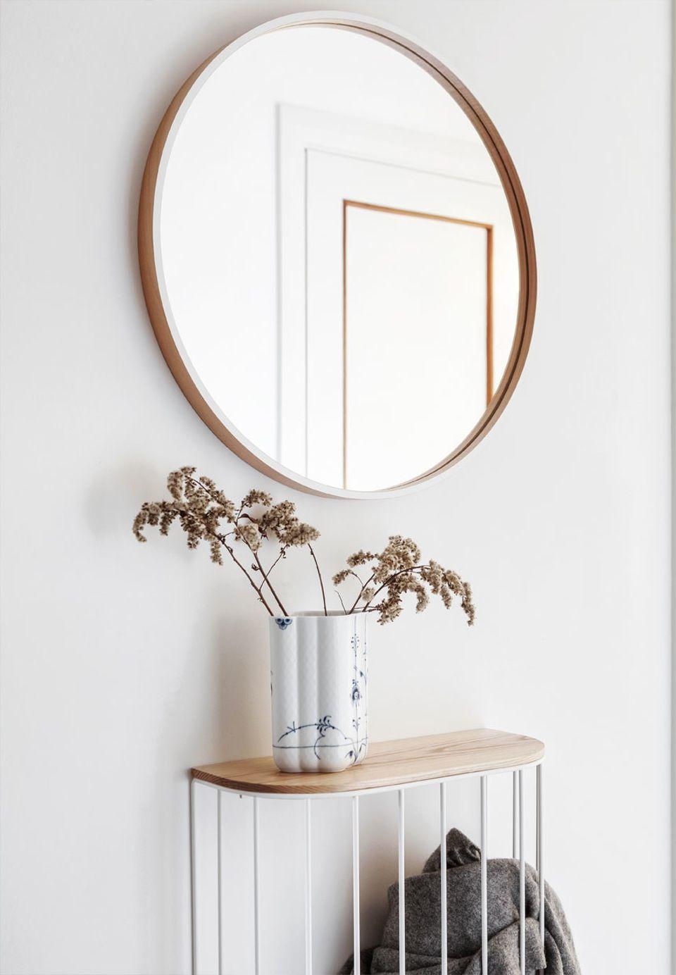 spejl entre entre trae rundt spejl johanne nygaard dueholm lejlighed aalb spejl entre