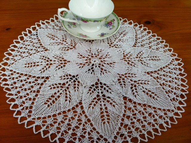 Knitted doilies on Pinterest Doilies, Doily Patterns and Knitting Patterns