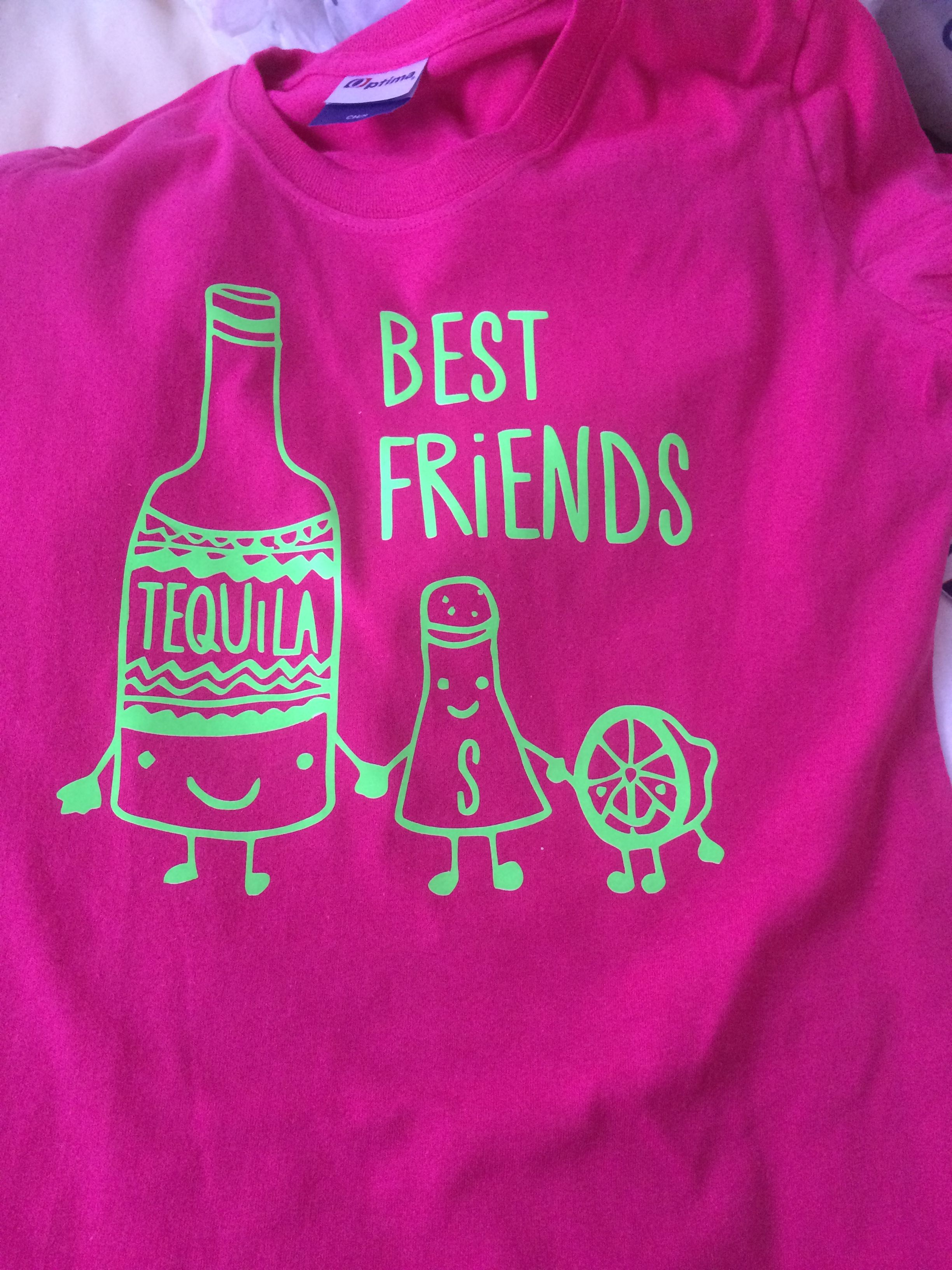 Playera 100% algodón adulto personalizada y estampada en vinil textil  Tequila Best Friends 85e8be9da2b43