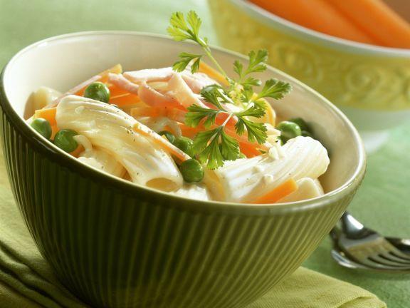 Pasta mit Schinken und Erbsen ist ein Rezept mit frischen Zutaten aus der Kategorie Nudeln. Probieren Sie dieses und weitere Rezepte von EAT SMARTER!
