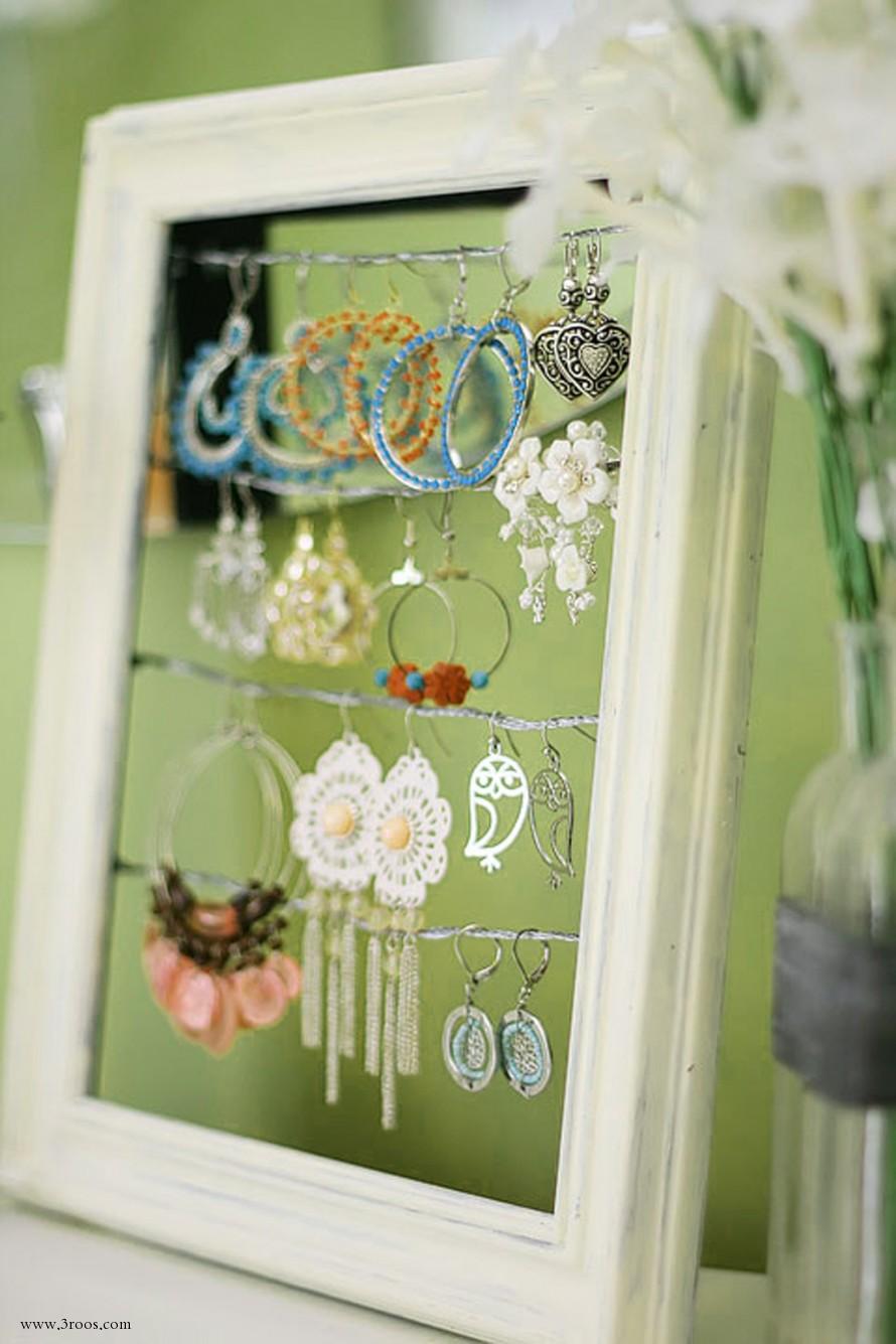 Window display ideas for jewellery   ingenious ways to reuse your broken things  window frame