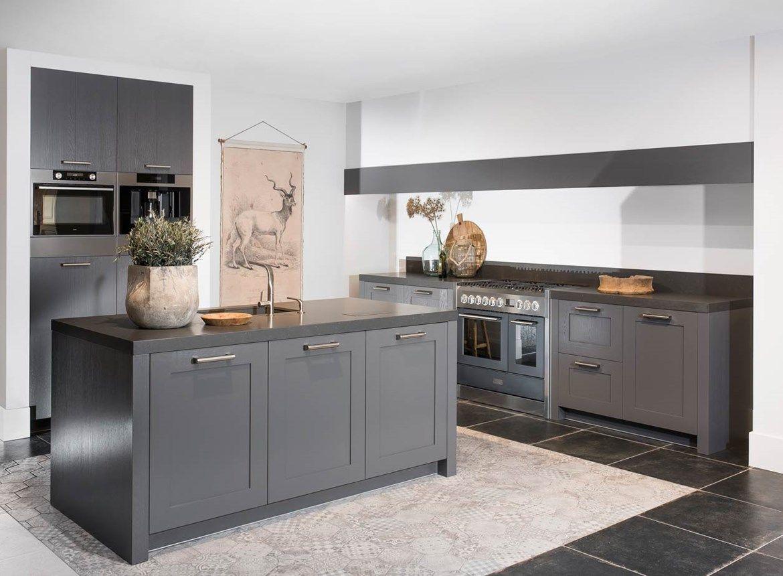 Landelijk Keuken Gietvloer : Modern landelijke keuken met kastenwand met standbouw en