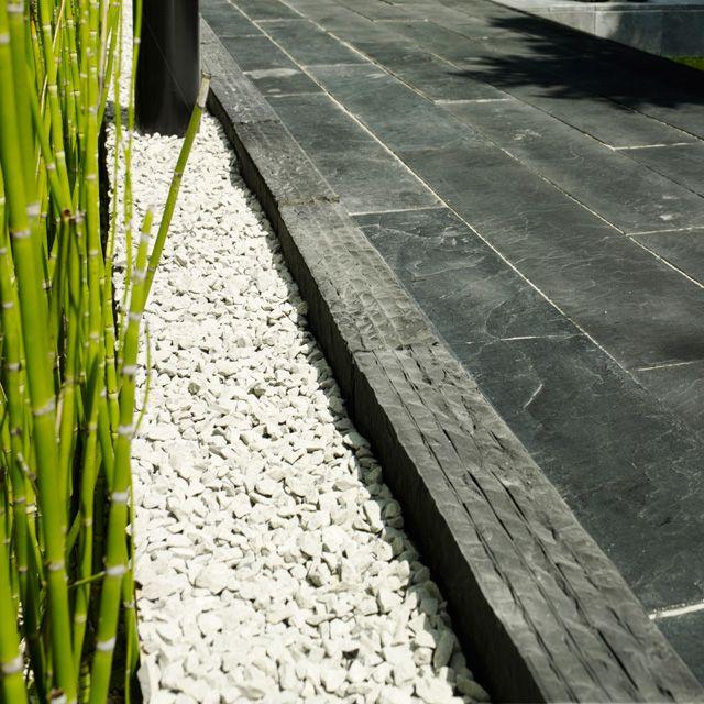 Remplir les plate bandes actuelles avec le gravillon for Bordure de jardin castorama