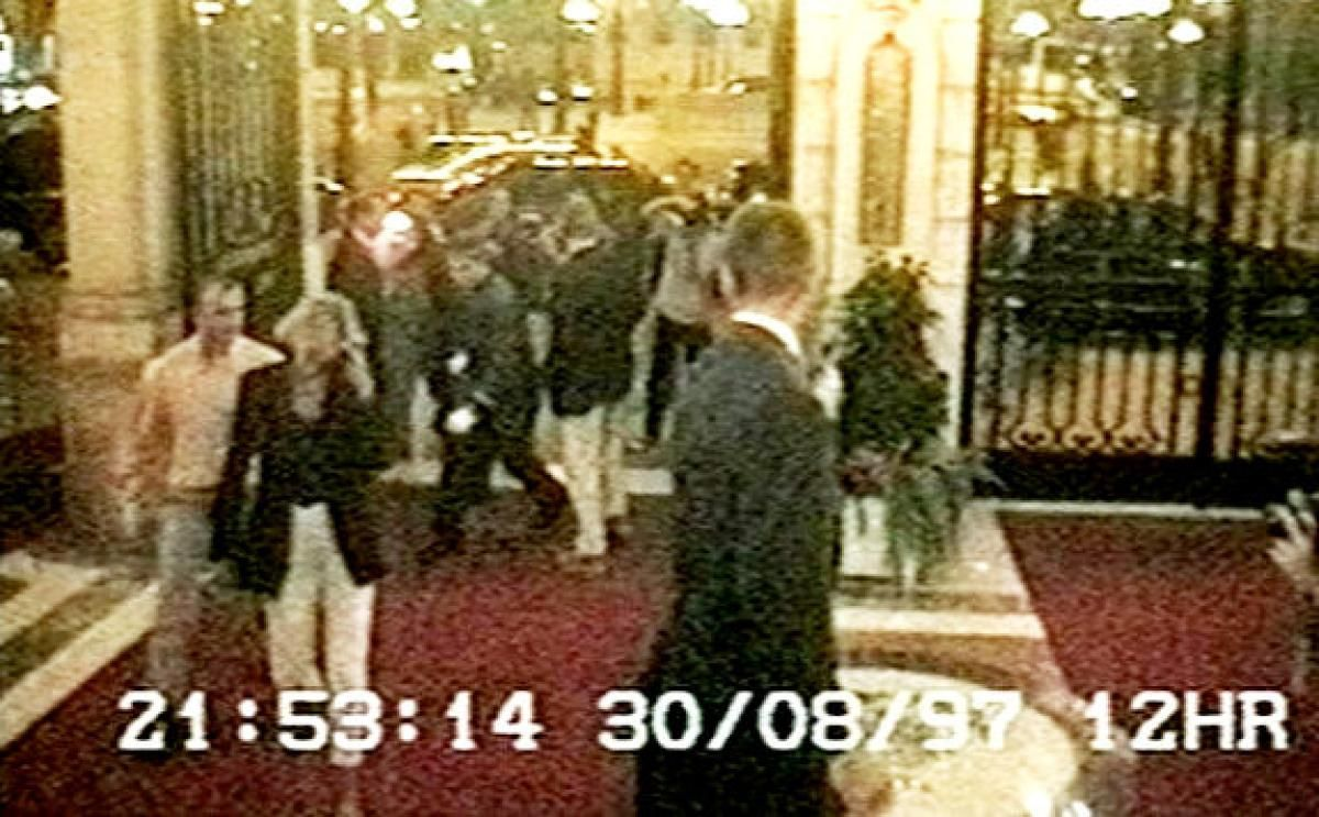 princess diana and dodi fayed cross the lobby of the ritz