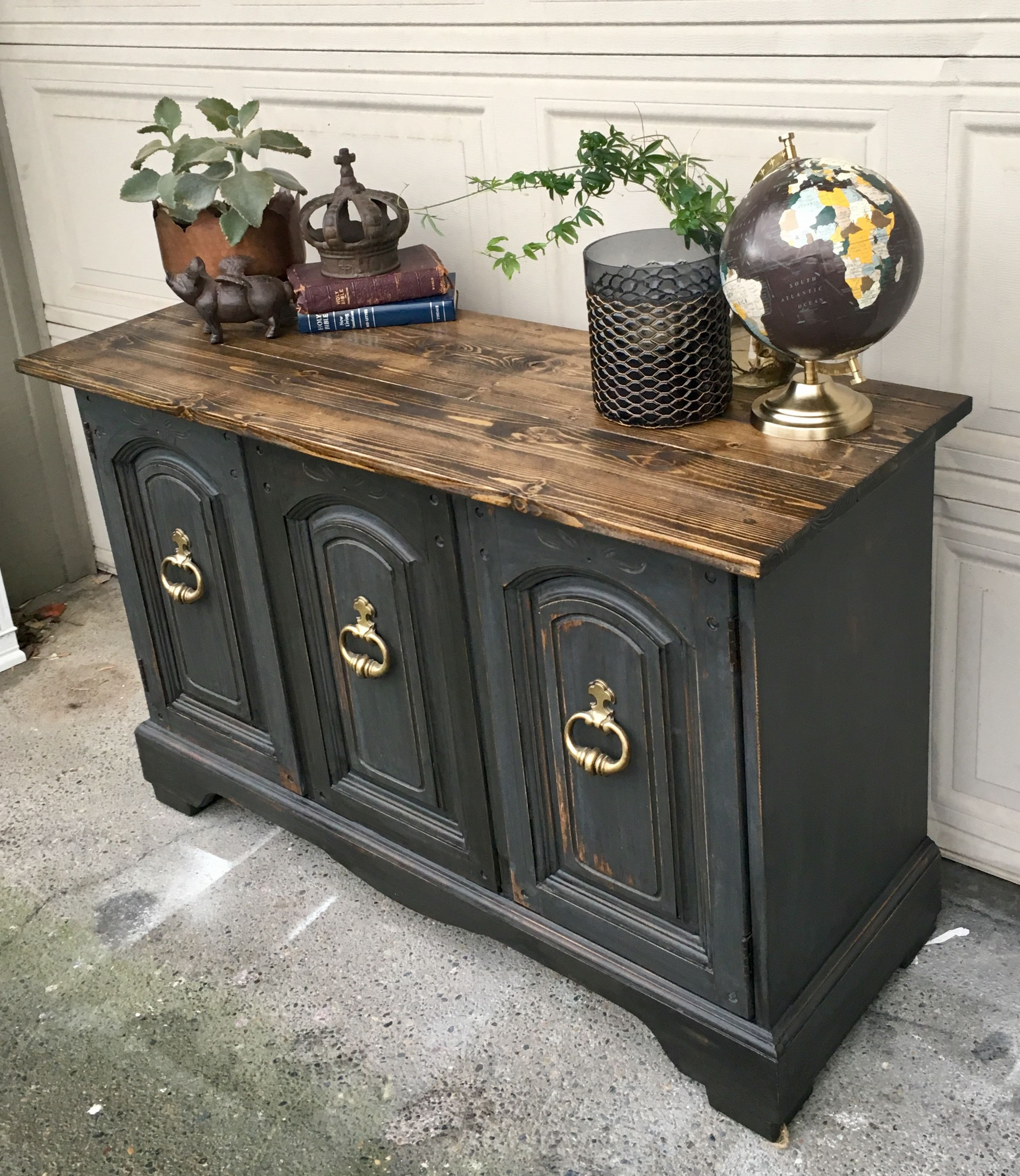 Best Small Farmhouse Buffet Painted In Rustoleum's Chalked 400 x 300