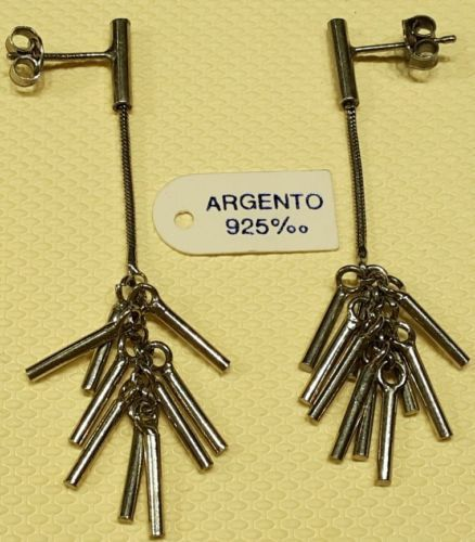 Orecchini-argento-925-rodiato-con-catena-pendente-e-cilindretti-brunito-vintage