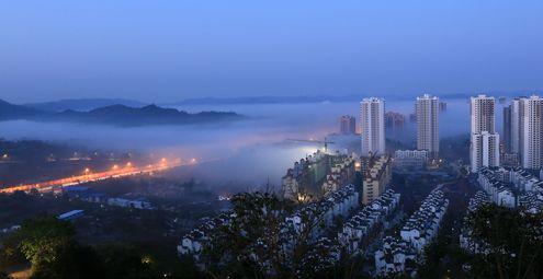 重庆大足现平流雾美景 城市恍若仙境
