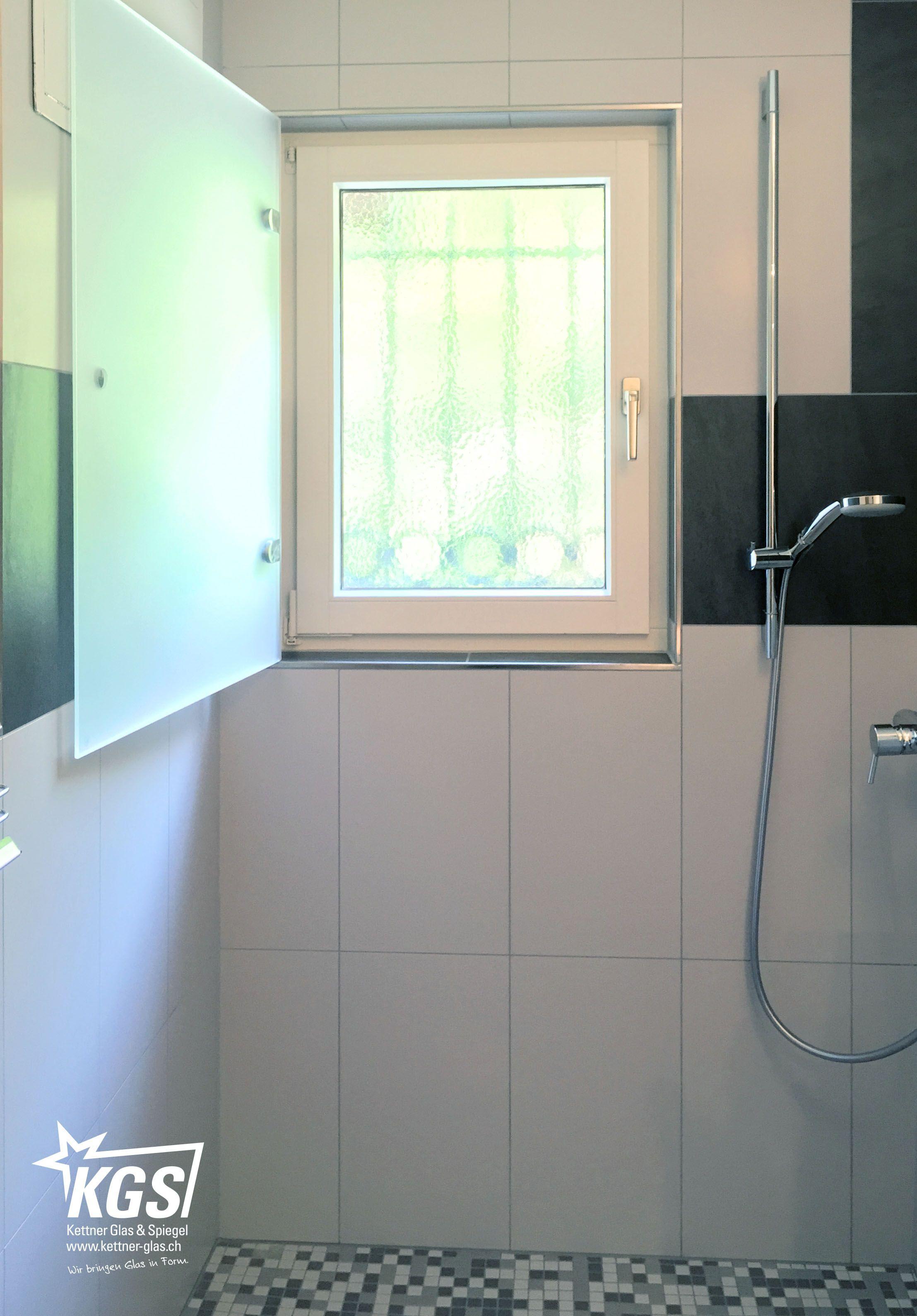 Das Duschfenster kann vollständig werden und