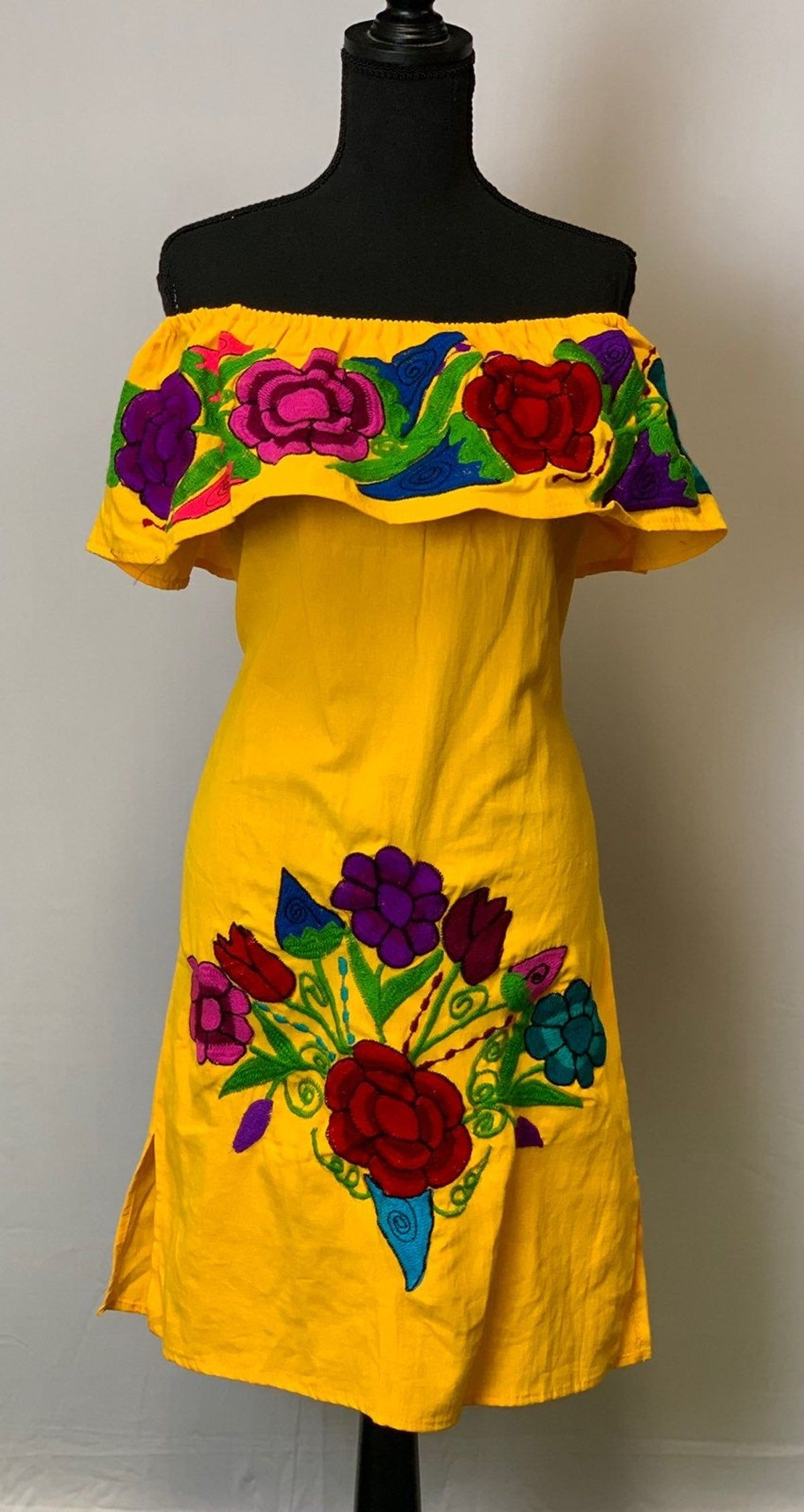 Mexican Handmade Dress Mexican Outfit Dresses Traditional Mexican Dress [ 2256 x 1200 Pixel ]