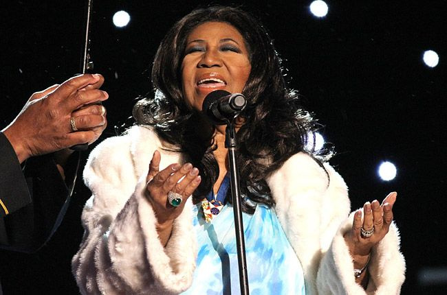 Aretha Franklin Sings At Service For Dad Brother In Detroit