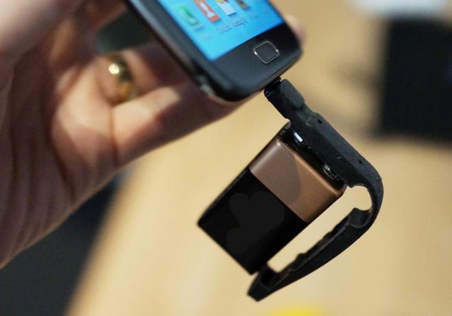 Plan V lets you use your key ring for backup phone charger #planv #charger #keyringcharger #usbcharger #smartphone #chargecase #kodiak #crowdfunding #backerjack