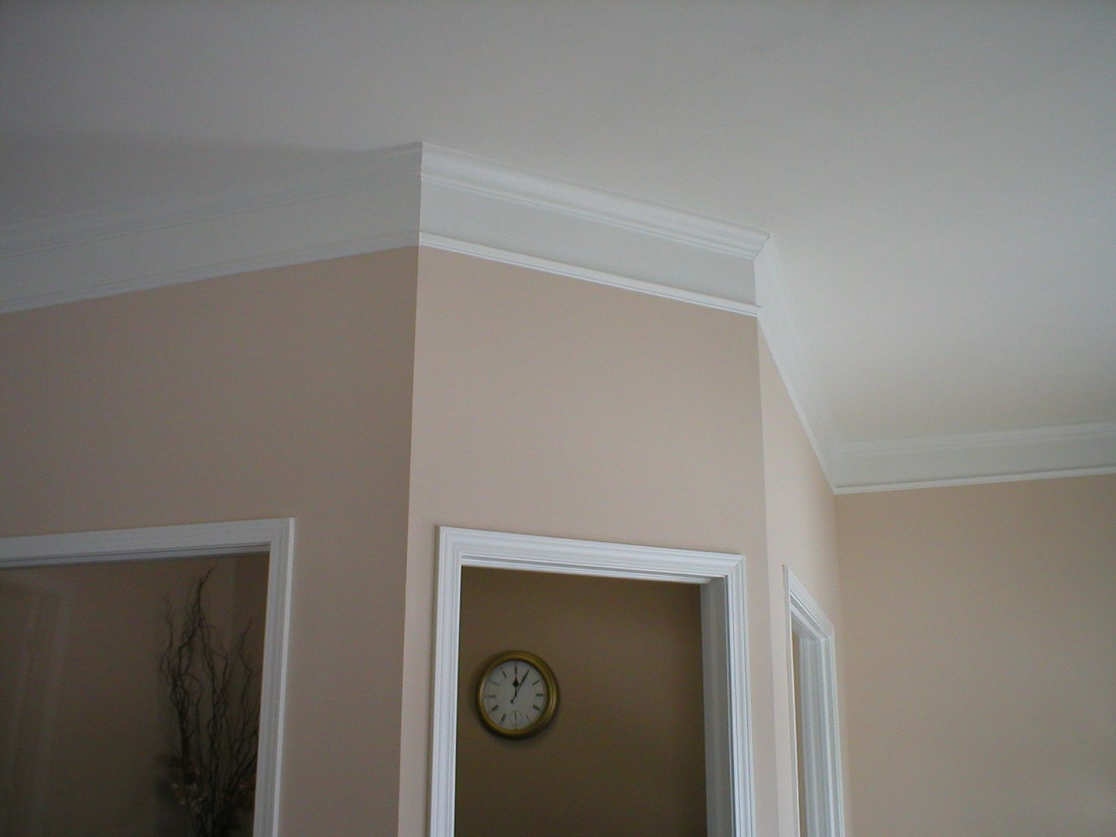Effigy of flat crown molding adds audacious luxury for for Contemporary moulding ideas