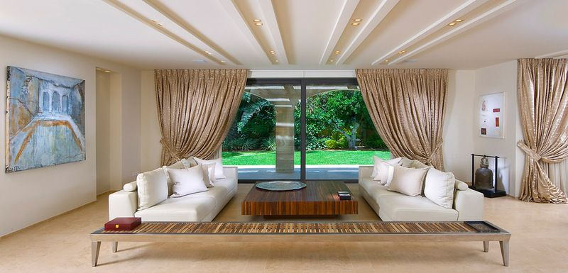 But You Don T Need Such Height To Create A Charismatic Ceiling Going To New Lower Heights Luxury Living Room Design Living Room Colors Luxury Living Room