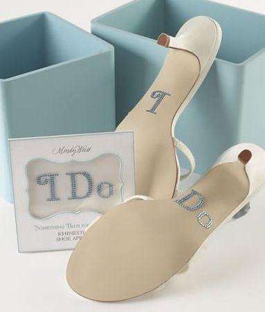 Accesorios para mujer, como llevar algo azul de forma discreta y elegante en tu boda