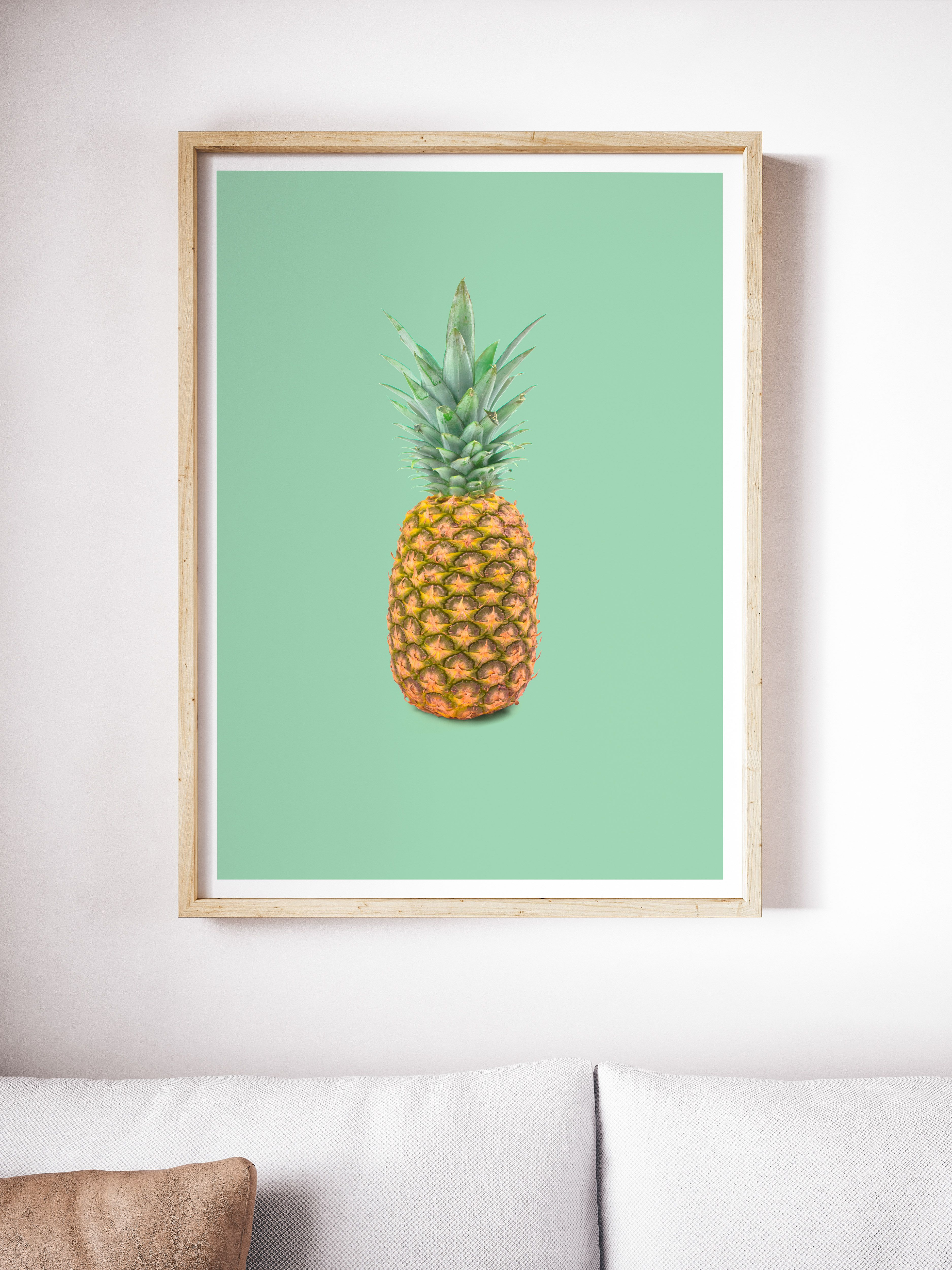 This printable pineapple wall art looks so good printed out and it adds a really fresh