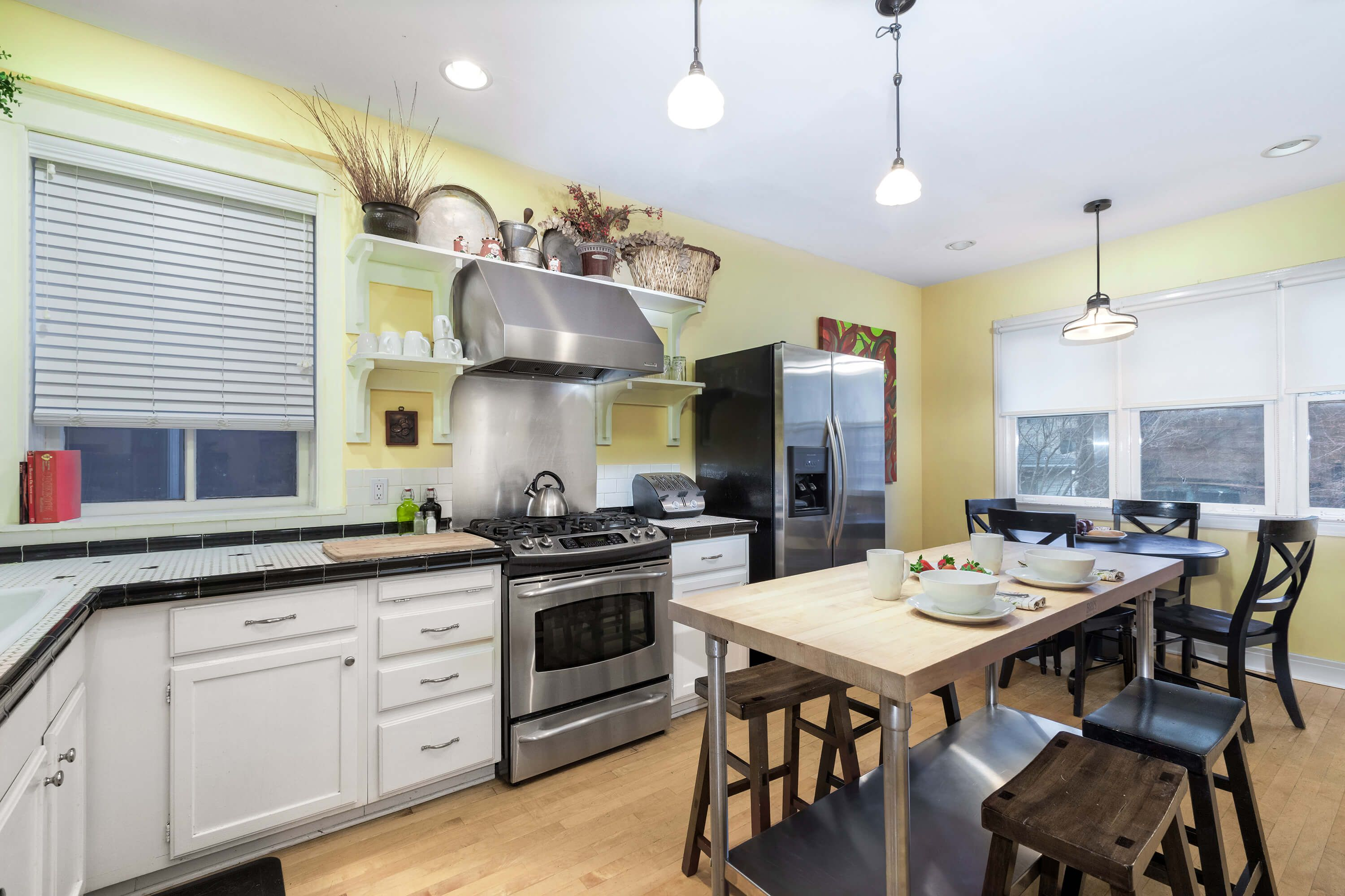 vacation rental chicago guest house on newport avenue 1st floor