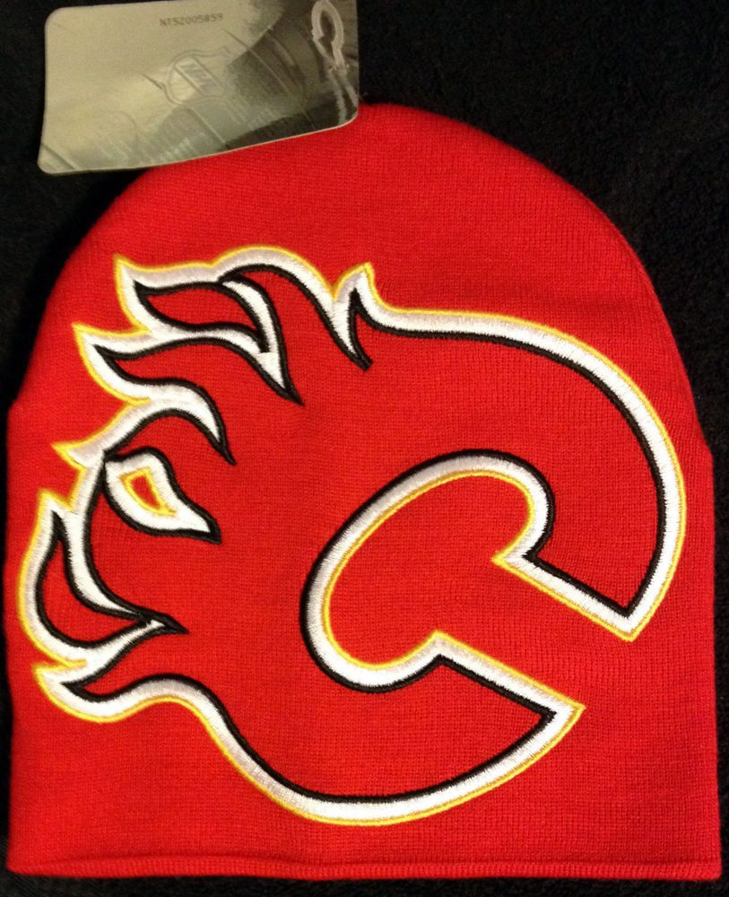 a055f3f51 Details about Calgary Flames Reebok NHL Face-Off Pom Cuffed Knit Hat ...
